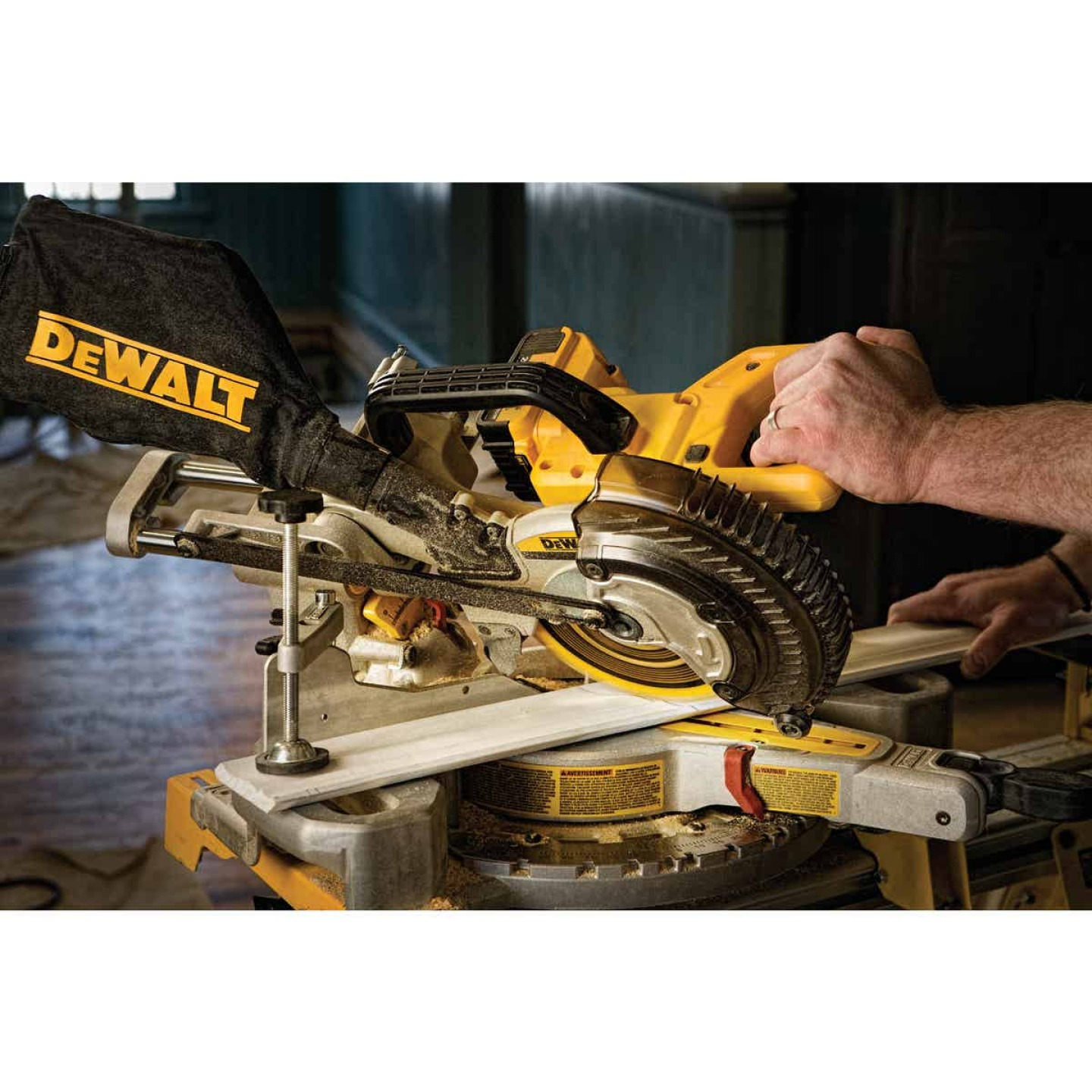 DeWalt 20 Volt MAX Lithium-Ion 7-1/4 In. Sliding Compound Cordless Miter Saw Kit Image 2