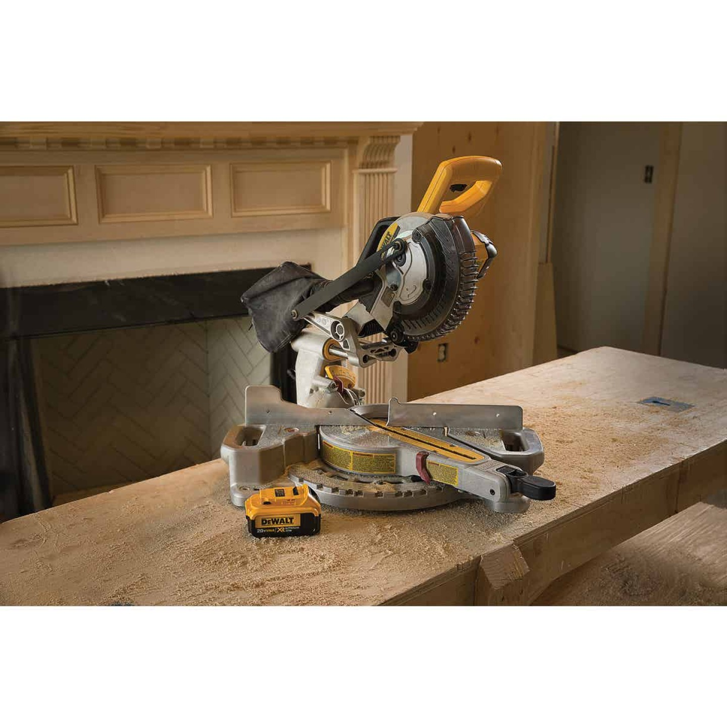 DeWalt 20 Volt MAX Lithium-Ion 7-1/4 In. Sliding Compound Cordless Miter Saw Kit Image 4