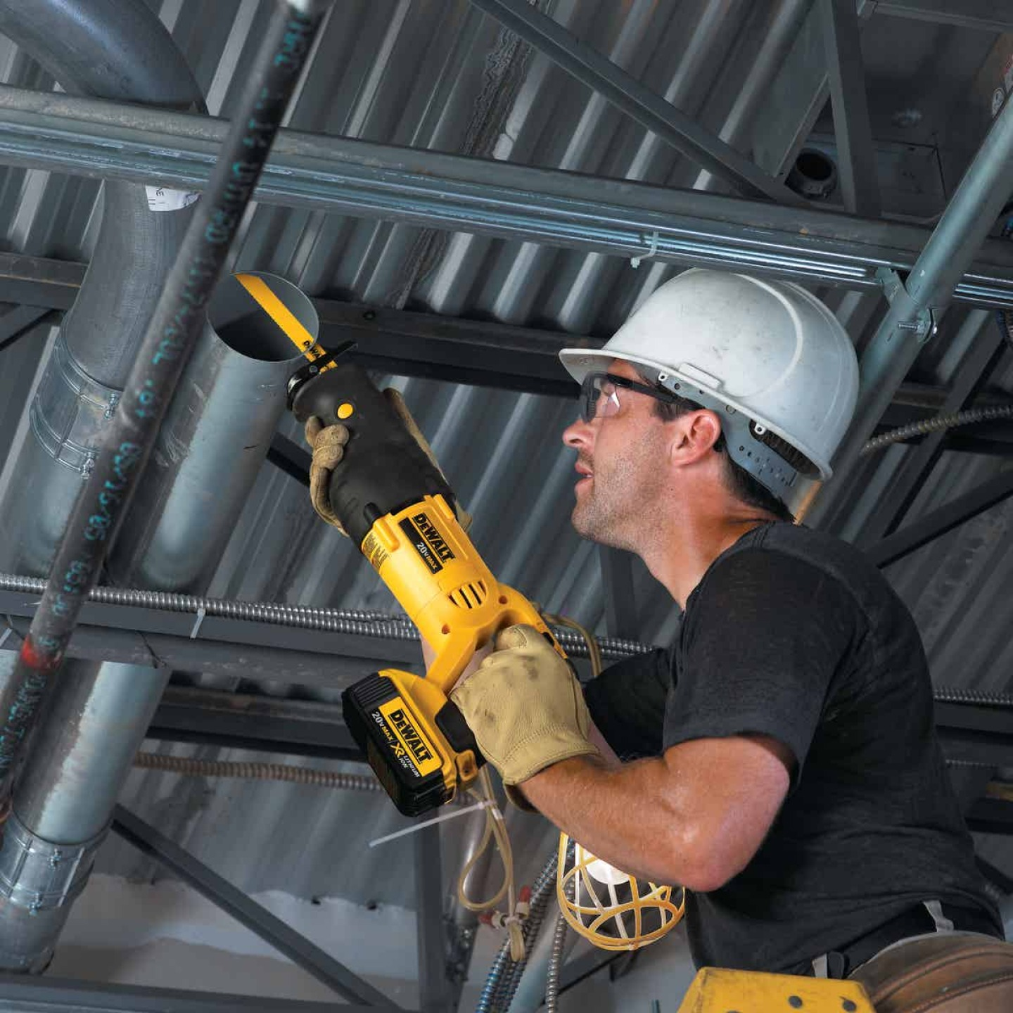 DeWalt 20 Volt MAX Lithium-Ion Cordless Reciprocating Saw Kit Image 5