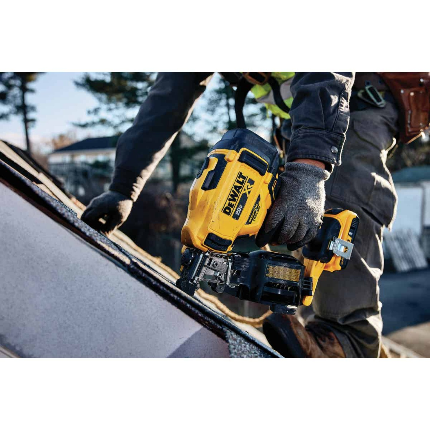 DeWalt 20 Volt MAX Lithium-Ion Brushless 15 Degree 1-3/4 In. Coil Cordless Roofing Nailer Kit Image 2