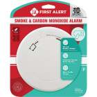 First Alert 10-Year Sealed Battery Photoelectric/Electrochemical Slim Round Carbon Monoxide and Smoke Alarm Image 2