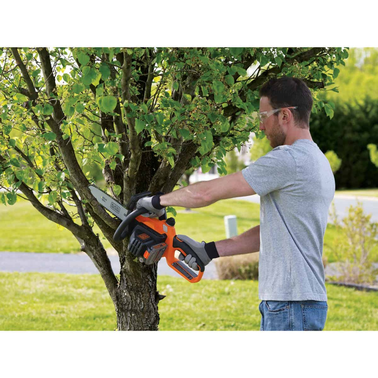 Black & Decker 10 In. 20V MAX Lithium Ion Cordless Chainsaw Image 2